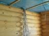 Elektrokabel ueber Dachboden