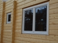 Fenstermontage im Blockhaus